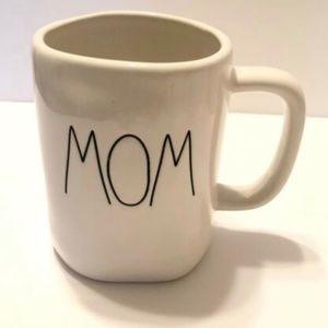 """🎈🎈RAE DUNN """"MOM"""" Cup Mug ❤️"""
